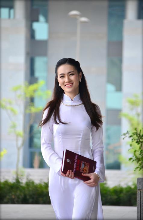 Vietnam girl in ao dai