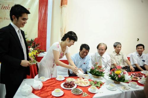 Couple inviting tea