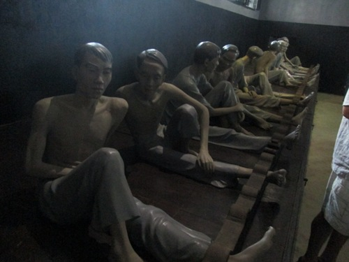 shackled prisoners in Hoa Lo